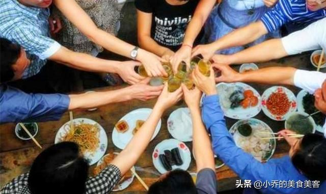 山东人的喝酒特点,不仅能喝,礼数还多,在一起喝酒感觉太累