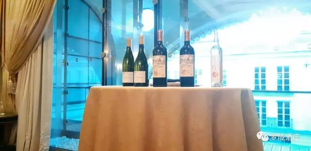 梦陇参与Wine &ampamp Business Club巴黎活动,为精彩人生举杯