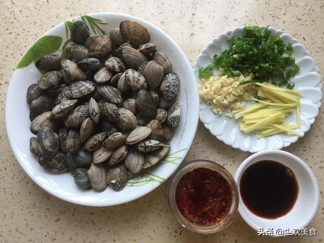 这种廉价的小贝壳在海边到处都是,最简单的做法秒变好吃的下酒菜