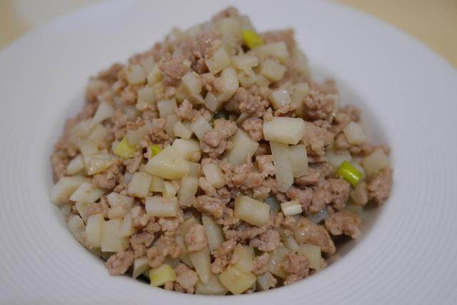 """能预防感冒的美食""""洋芋肉燥"""",营养丰富的懒人食谱"""