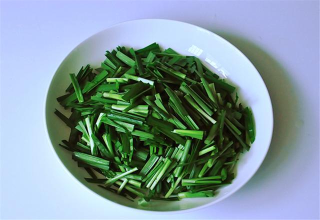 """韭菜和它炒,等于""""天然泻药"""",排出黑宿便,体重降得快,不反弹"""